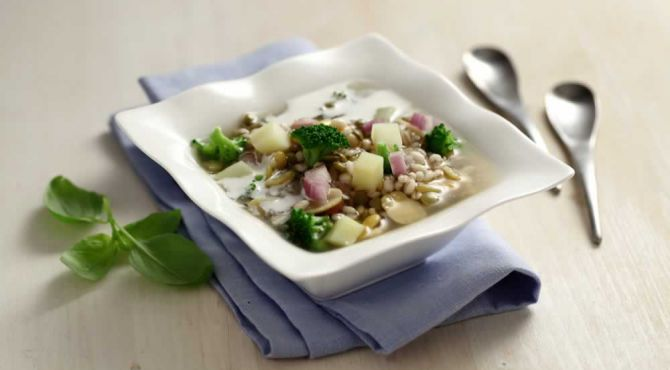 High-fibre Soup with broccoli and potatoes