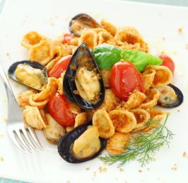 Recchitelle frangipani pasta with mussels and cherry tomatoes