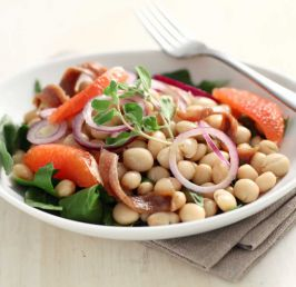 Tondini bean salad with anchovies and Tropea onions
