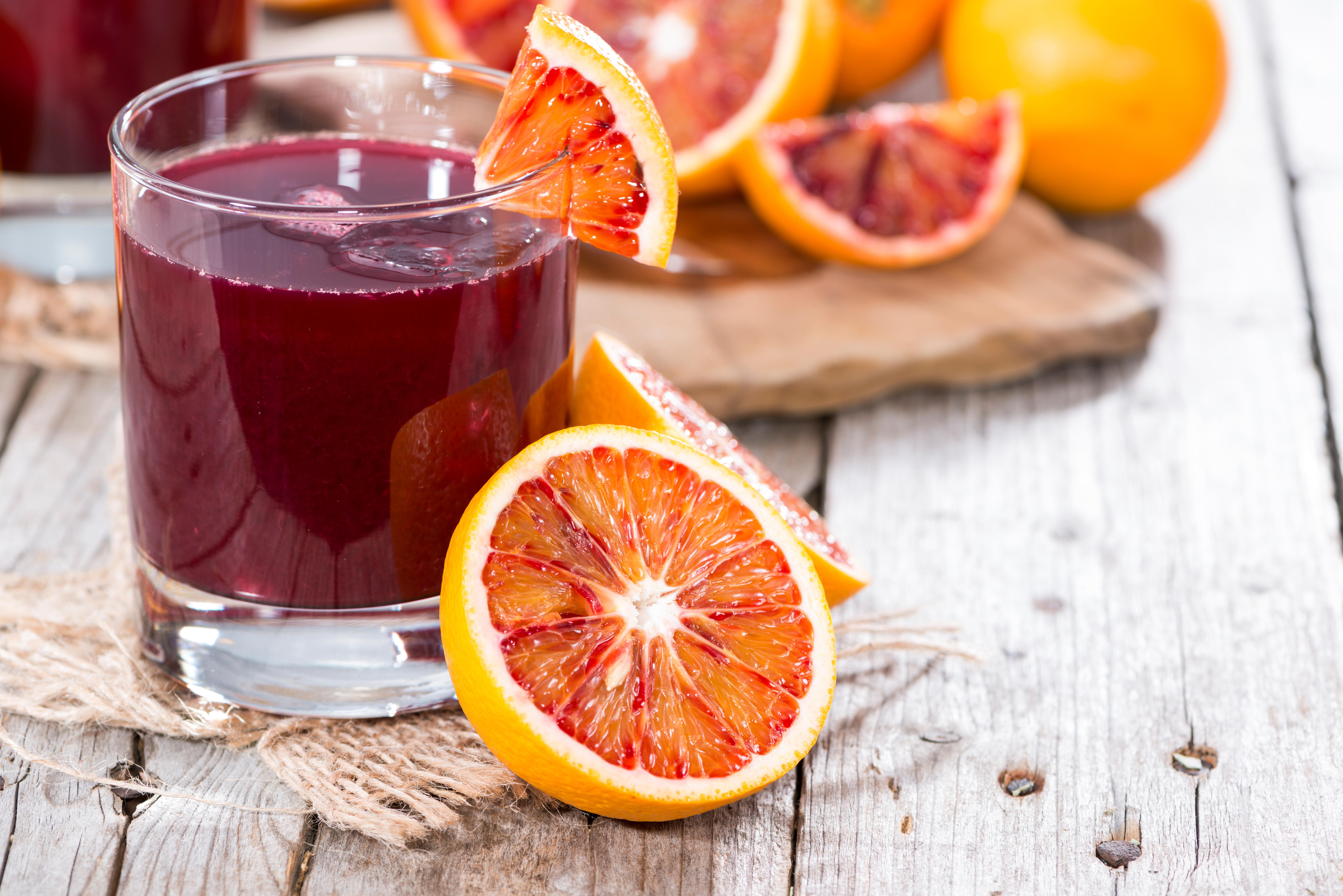 Tra i suoi benefici, l'arancia rossa è utile anche contro il processo di invecchiamento
