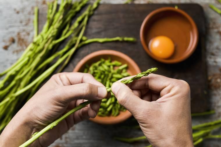 5 modi gustosi per cucinare gli asparagi selvatici for Cucinare asparagi