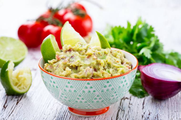 guacamole con sale, avocado e lime